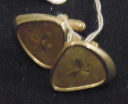 Pair of Cufflinks Gold looking with 3 Pettle flower